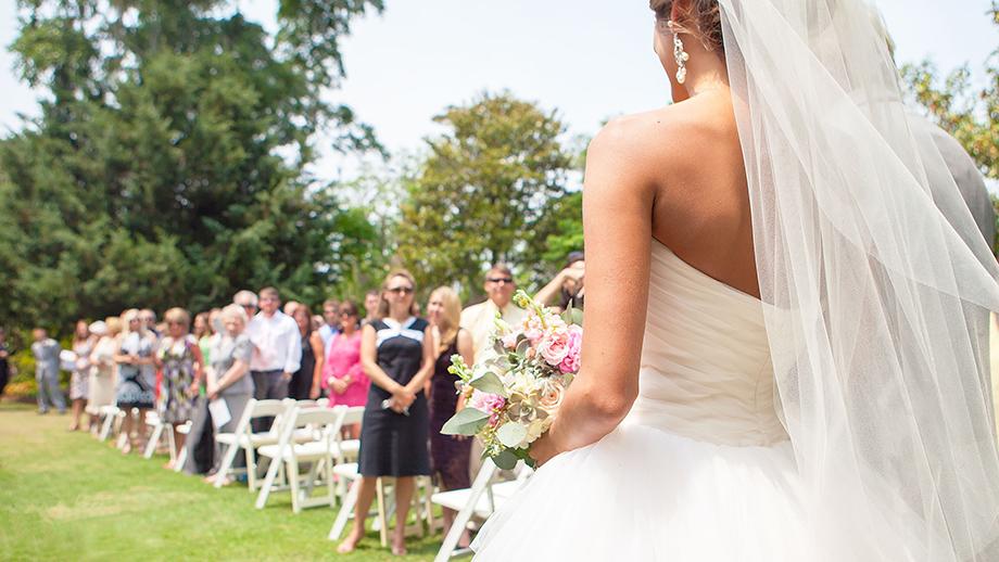 Ślub pod chmurką? Czemu nie!? Dowiedz się, jak przygotować wesele w ogrodzie