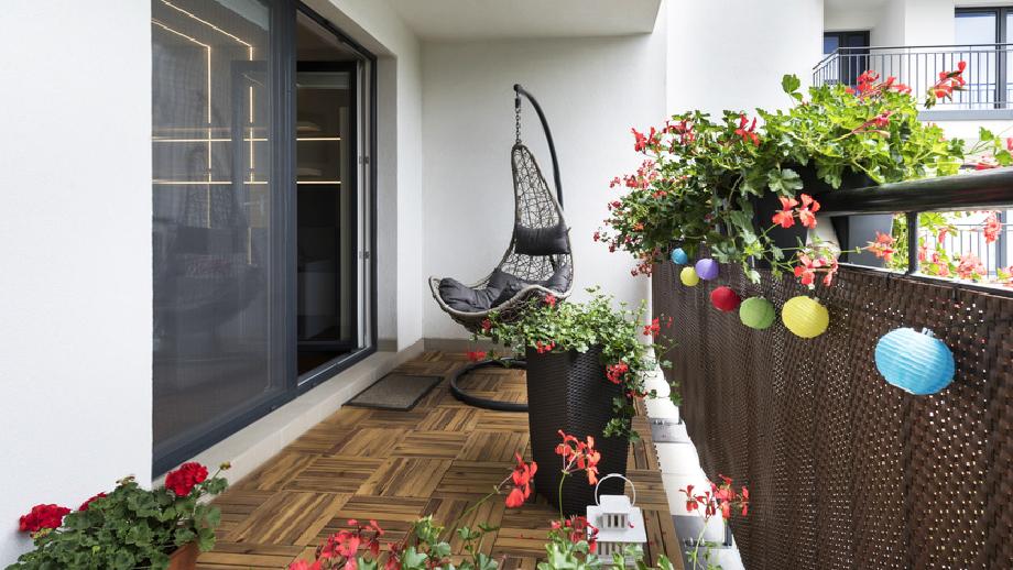 Jak stylowo urządzić balkon w bloku?
