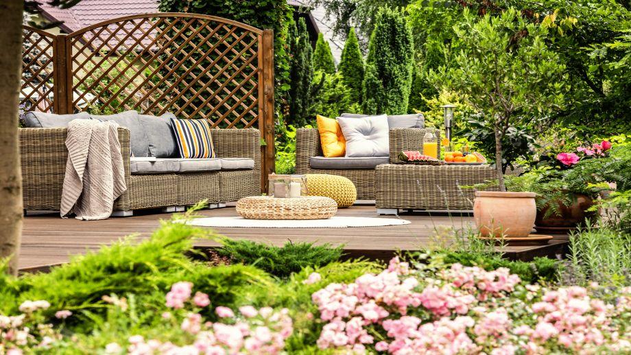 Wybieramy meble do ogrodu – przegląd najpopularniejszych materiałów
