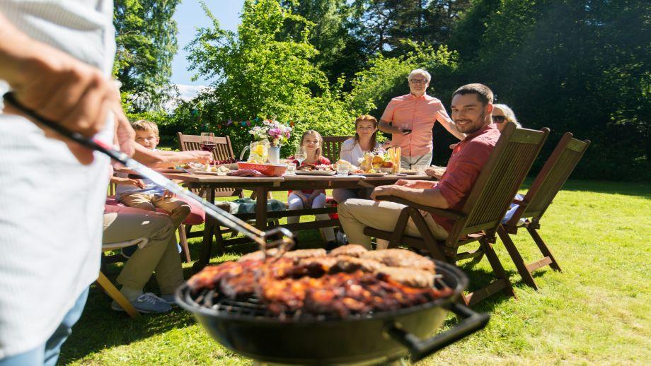 Sezon grillowy rozpoczęty - o co musisz zadbać, by dobrze przyjąć gości?