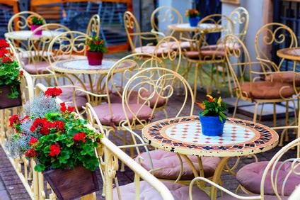 meble ogrodowe do ogródka restauracyjnego